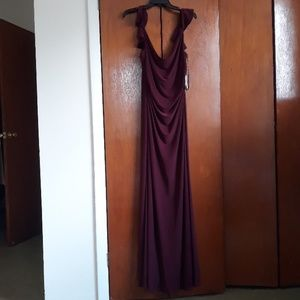 Chinese laundry off the shoulder maroon gown sz 10